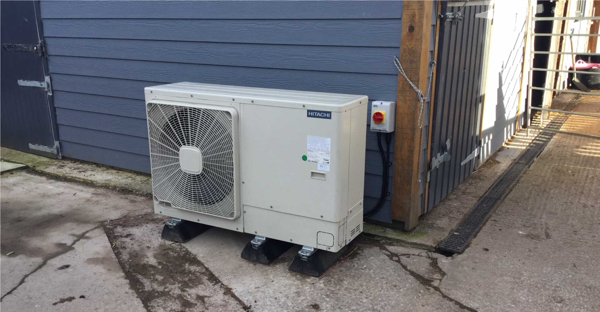 Hitachi 8kw Air Source Heat Pump For New Build House In